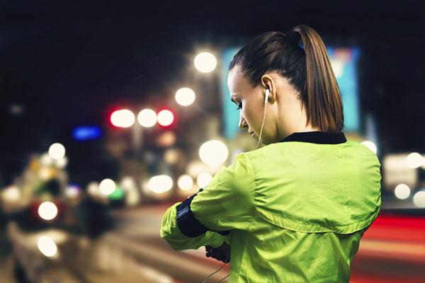 đi bộ buổi tối có tốt không