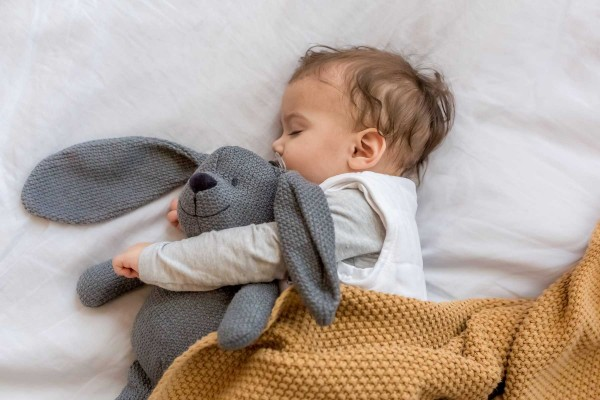 Trẻ sơ sinh bị khô da, mẹ cần lưu ý khi chăm bé?   Cleanipedia