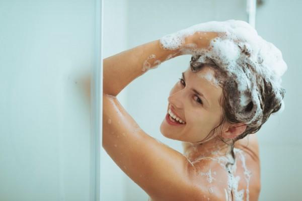 Những lợi ích sức khỏe không ngờ khi bạn tắm buổi sáng - Nhà thuốc Long Châu